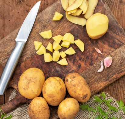 view-raw-potatoes-wooden-board_23-2148619088